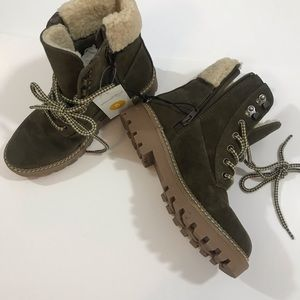 Women's Boots NWT Size 5